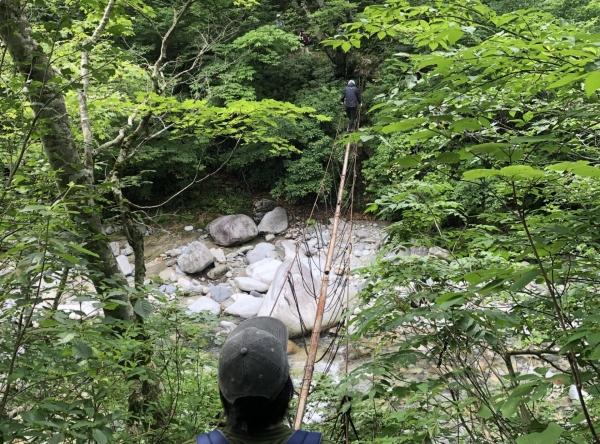 朝日連峰登山口(3本吊り橋)